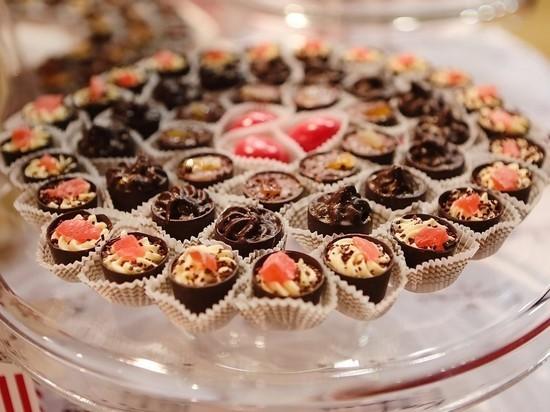 Варфоломей вновь получил шоколад от Порошенко