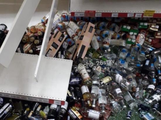 Полка с алкоголем обрушилась в ставропольском гипермаркете
