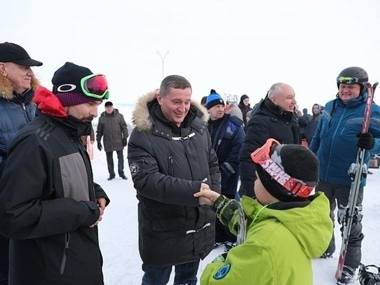 Бочаров побывал в урюпинском центре досуга и на горнолыжном склоне