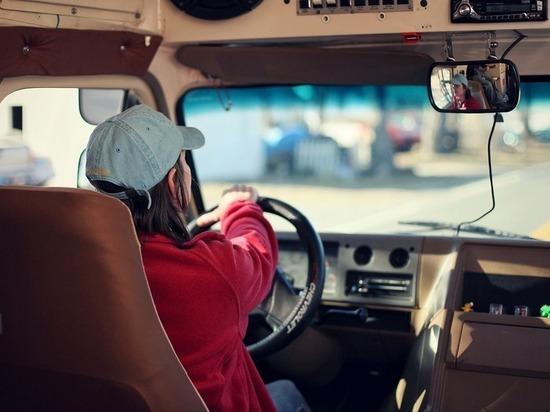 Женщина-водитель сбила пешехода в Барнауле и сбежала с места ДТП