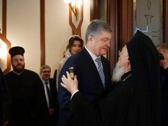 Посланники Порошенко приветствовали томос бандеровским
