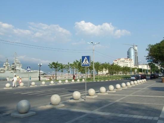 С набережной Новороссийска пропали огромные каменные шары