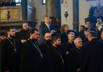 Украинский лидер сделал вид, что не замечает происходящего, и даже не дёрнулся с места