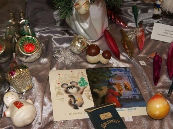 В Тюмени открылась выставка «Елкины истории»