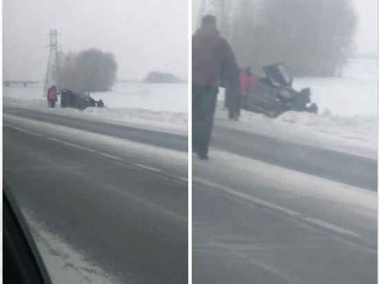 Автомобиль с ребенком перевернулся под Кемеровом