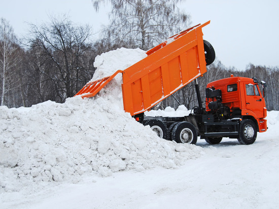 11000 кубометров снега вывезли с улиц Твери на полигоны
