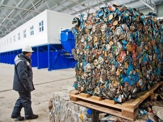 На западе Волгограда комиссия проверила ход работ по вывозу мусора