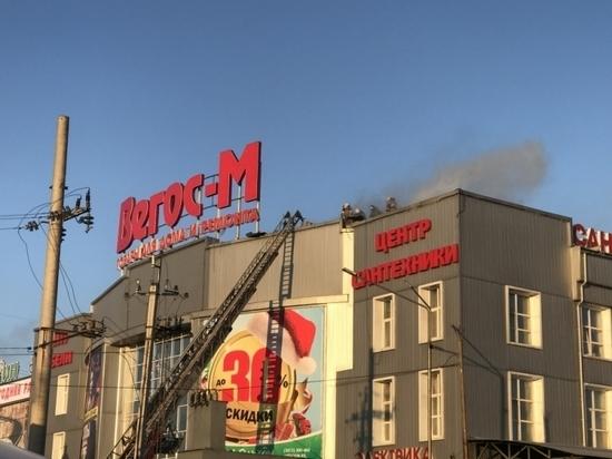 В Улан-Удэ днем горел торговый центр «Вегос»