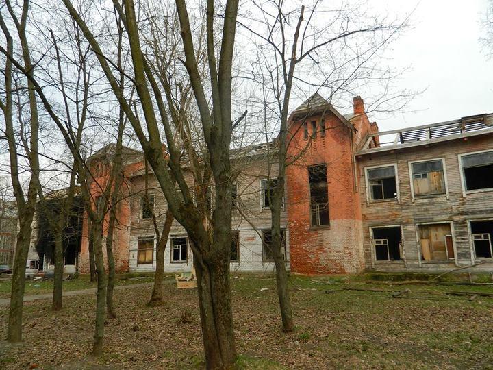 В Ярославле застройщик бульдозерами уничтожил школу Валентины Терешковой