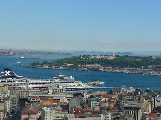 Турция закрыла пролив Босфор