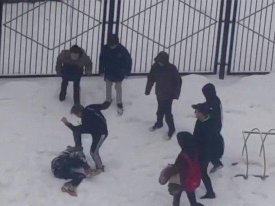 Ростовские школьники жестоко избили сверстника ногами по голове