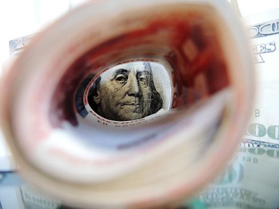 Курс доллара обрушился ниже 67 рублей