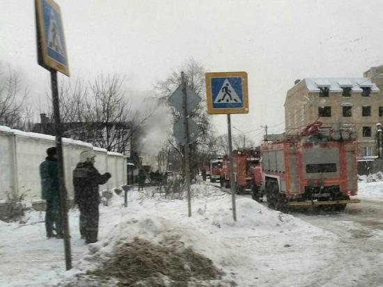В Твери 15 человек тушили дом в течение двух часов