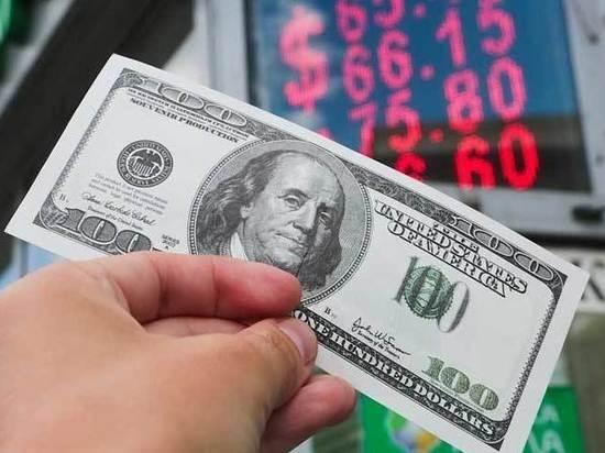 Доллары остаются самым популярным средством сбережения денег