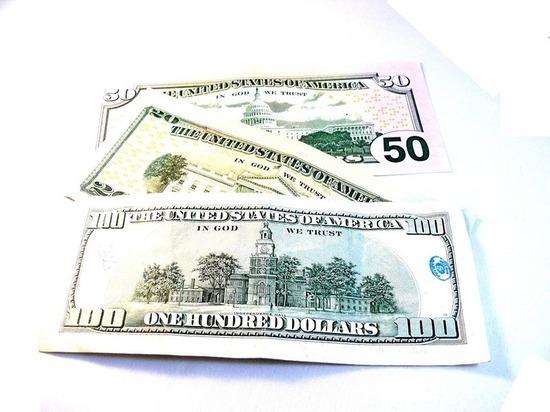 Бывший зэк вынес из квартиры барнаульцев доллары и рубли