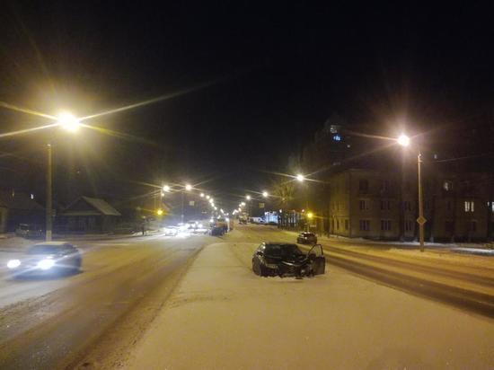 В Твери столкнулись две Мазды - пострадали четыре человека и дорожные знаки