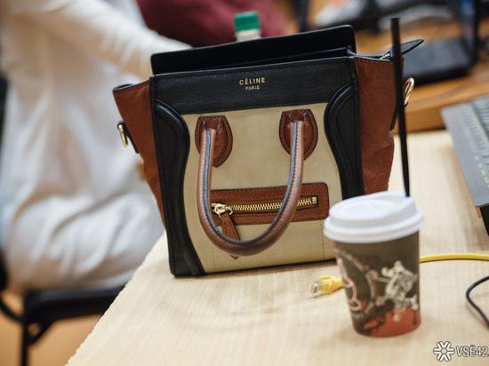 Кемеровчанка забыла в кафе сумочку с 735 000 рублей