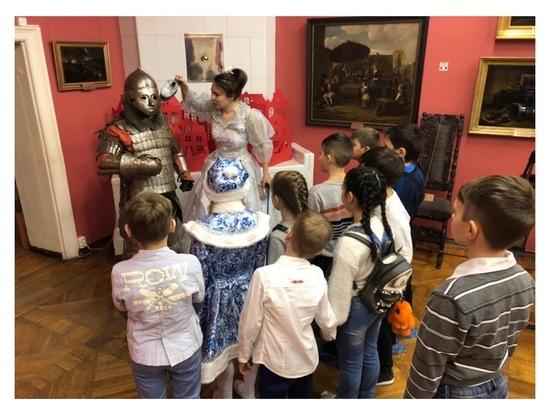 В Серпухове юные горожане посетили волшебный бал в старинном особняке