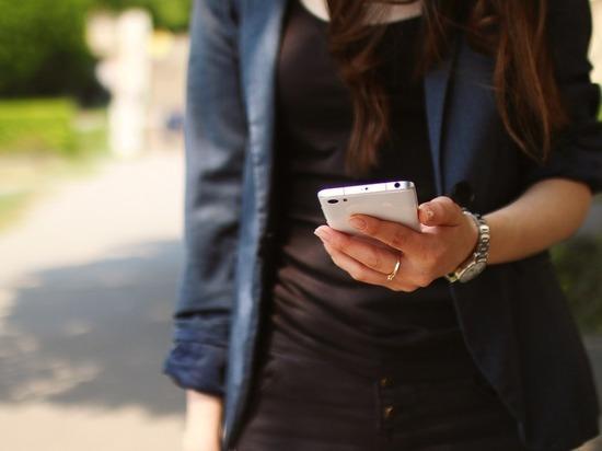 Молодая сургутянка украла смартфон у спящего знакомого