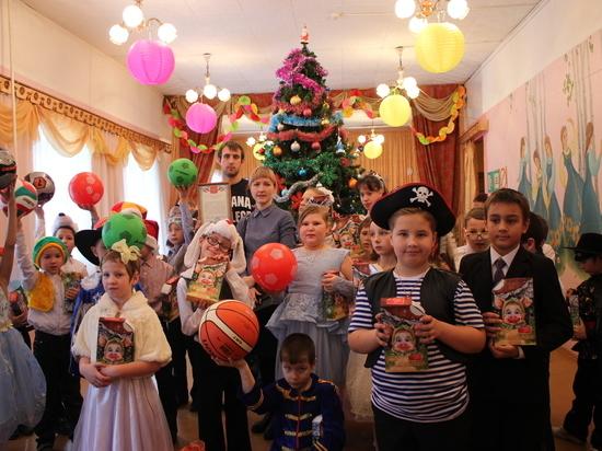 Сотрудники Калугаэнерго подарили детям «Самую яркую елку»