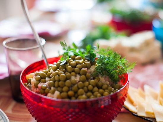 Астраханец продаёт салат «Оливье» на сайте бесплатных объявлений