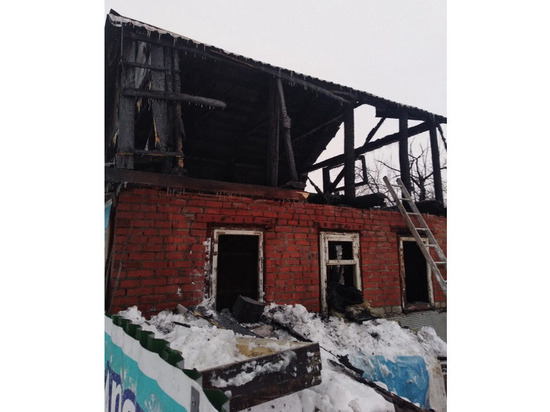 В Чебоксарах дотла сгорел пункт проката коньков