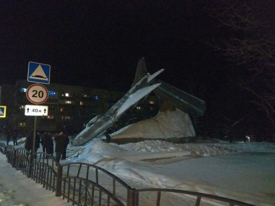 В Орловской области упал с постамента СУ-9