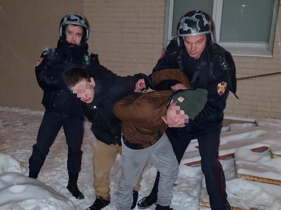 Два молодых петербуржца украли из магазина несколько пакетов еды и выпивки