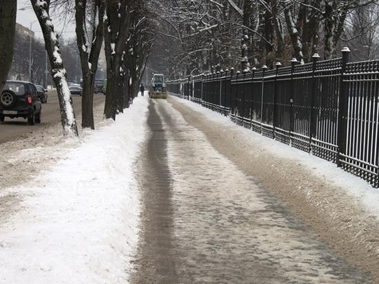 В Калининграде на борьбу с гололедом добавили еще восемь машин