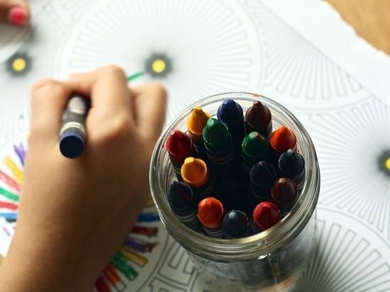 В Новокузнецке дети нарисовали 18-метровую открытку