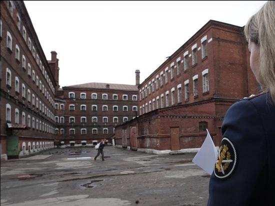 Российскому тюремному чиновнику в Петербурге подложили гранату под машину