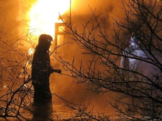 В поселке Красный Смоленской области горел сарай