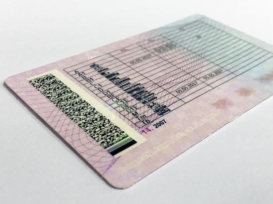 В Кировской области испектор ГИБДД принимал экзамены и выдавал права за взятки