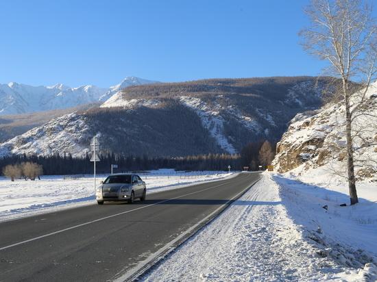 Больше ста единиц техники готовят федеральные дороги Алтая к морозам