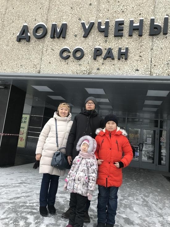 Ученые ТувИКОПР СО РАН свозили учащихся кызылского лицея в Новосибирский академгородок