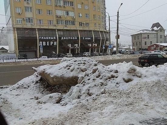 В Воронеже платные парковки утонули в снегу