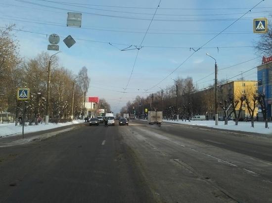 В Твери под колеса ЗИЛа попала 40-летняя женщина