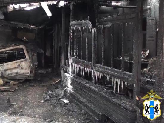 Бердские полицейские спасли людей из горящего дома