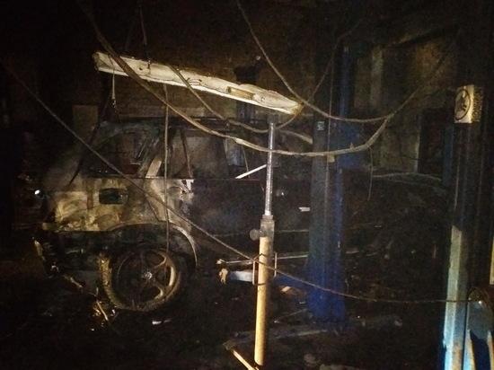 BMW X5 сгорел в автосервисе в Чебоксарах