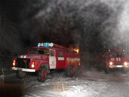 38 спасателей боролись с огнём в Тверской области этой ночью