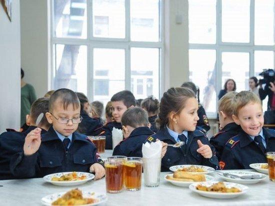 27 тысяч волгоградских первоклассников получают горячие завтраки