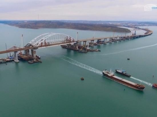 В Керченском проливе остановили судоходство