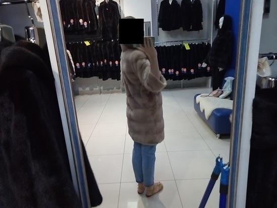 В Смоленске посетительница ресторана украла шубу своей обидчицы
