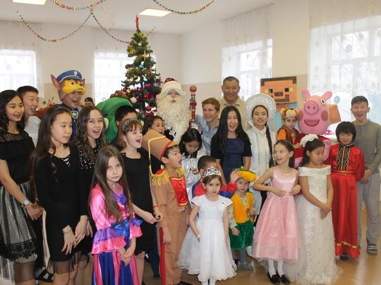 Общественники Калмыкии организовали для детей диспансера «Новогоднее чудо»