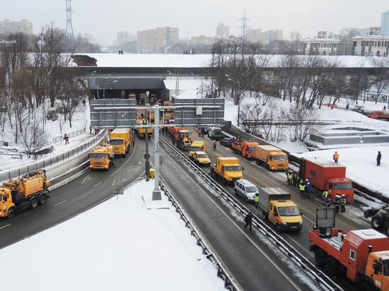 Транспортный коллапс, опасность обрушения: чем обернется ЧП в Тушинском тоннеле