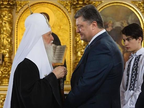 Порошенко осрамился в Ровно, презентуя томос об автокефалии