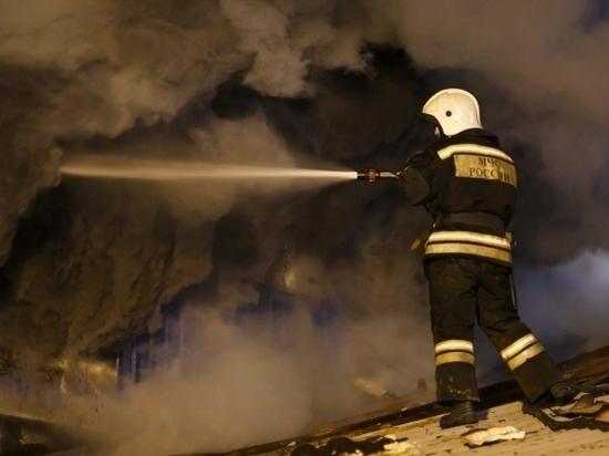 Военные Волгограда потушили пожар в парке боевой техники