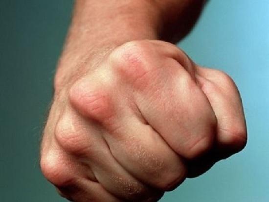 Житель калмыцкого поселка подбил глаз полицейскому