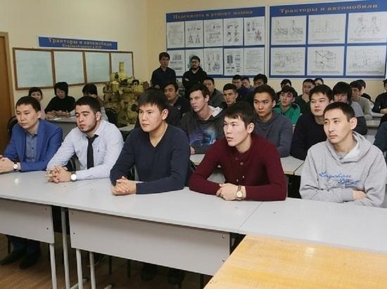 Калмыцкие студенты получили именные стипендии тракторного завода