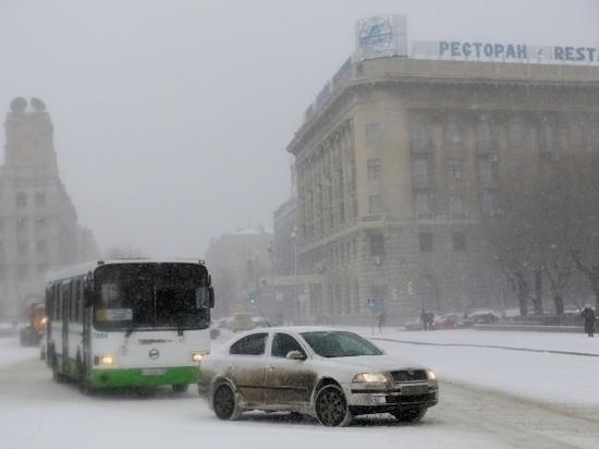Волгоград встал в 9-балльных пробках из-за снегопада